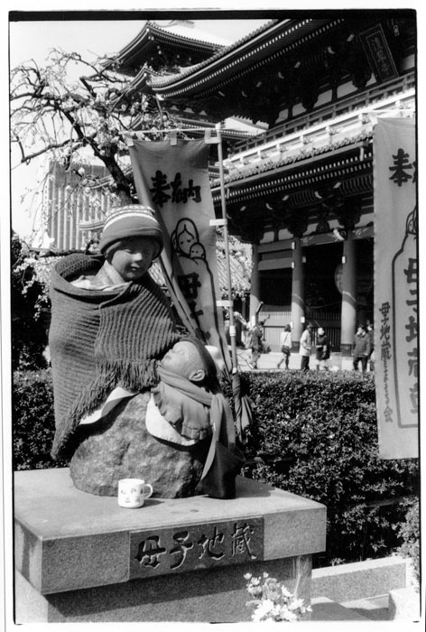 /photos/japan/images/scarved_statue.jpg